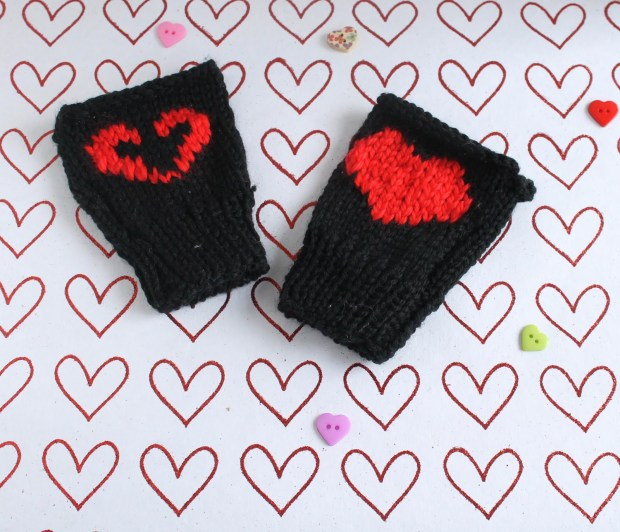 Valentine's day Don't Starve mitten pattern