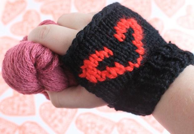 Valentine's Day Don't Starve mitten pattern