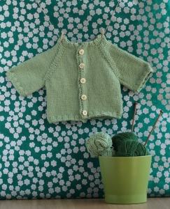 Free baby cardigan knitting pattern for St. Patrick's Day: design by GamerCrafting