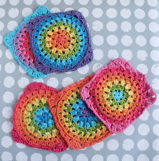 Free rainbow circles granny square crochet pattern and tutorial