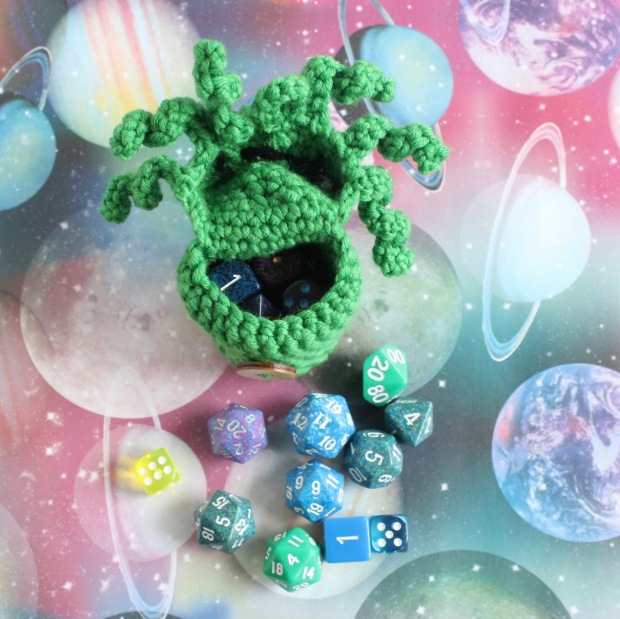 Free Cthulhu dice bag crochet pattern