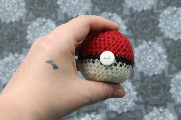 Free pokeball crochet pattern