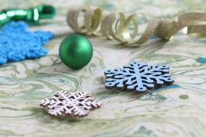 I am a holiday elf: the confessional on GamerCrafting (img of crocheted snowflakes, ribbon, and christmas ornaments on a green background)
