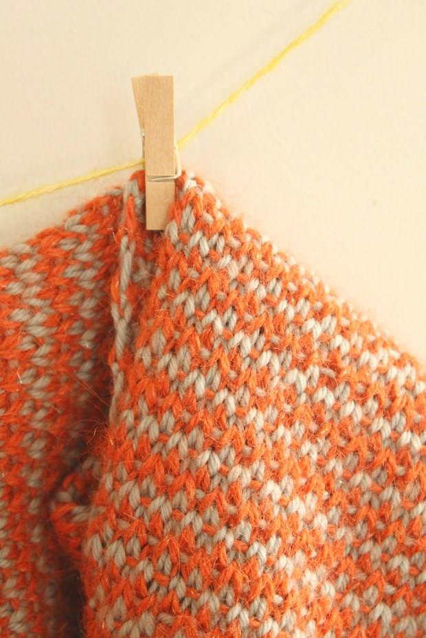 Free Pumpkin Juice weave stitch cowl pattern and tutorial at GamerCrafting.com